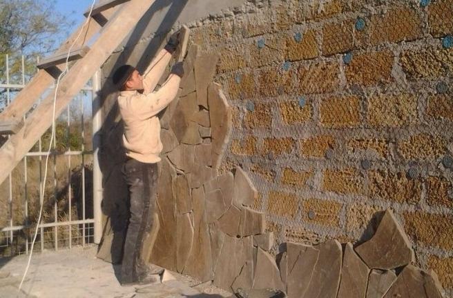 Как декорировать стены и фасад песчаником