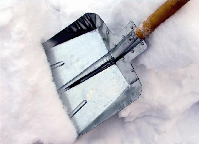 Инструменты для уборки снега своими руками