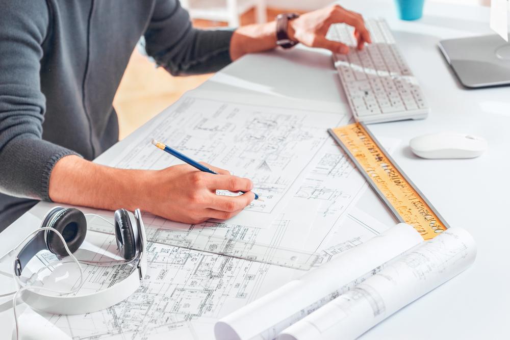 Инженер конструктор при строительстве дома