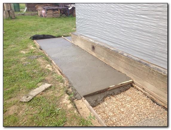 Монтаж бетонной отмостки